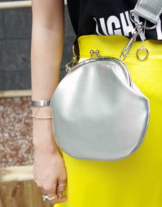 enamel bucket-bag