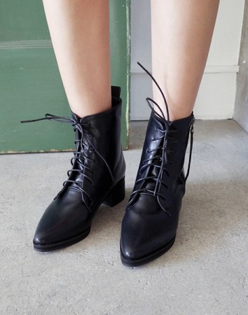 sturdy sharp ankle-boots