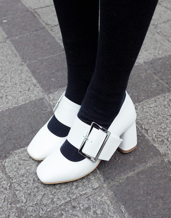 rely bold buckle-heel